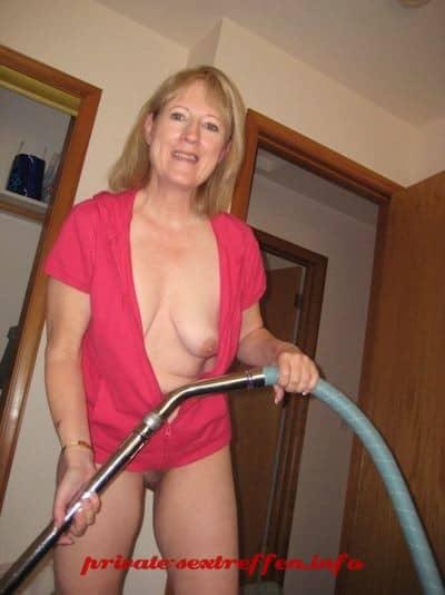 nach der Hausarbeit will die Hausfrau gefickt werden